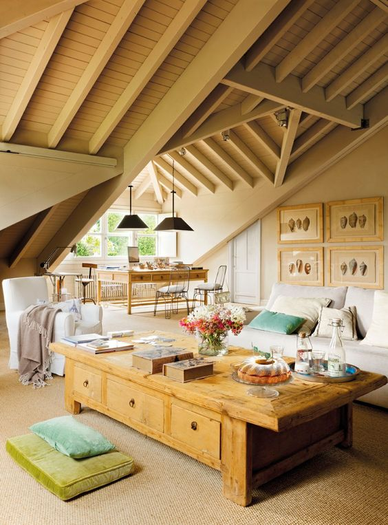 un detalle que marca la diferencia en las buhardillas y ticos es la decoracin en el techo en algunos casos se descubren las vigas de madera de la - Decoracion Buhardillas