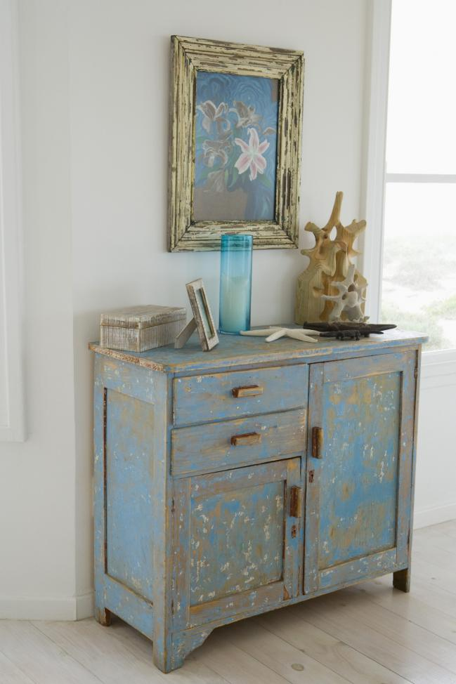 mueble desgastado pintura superior color azul pastel